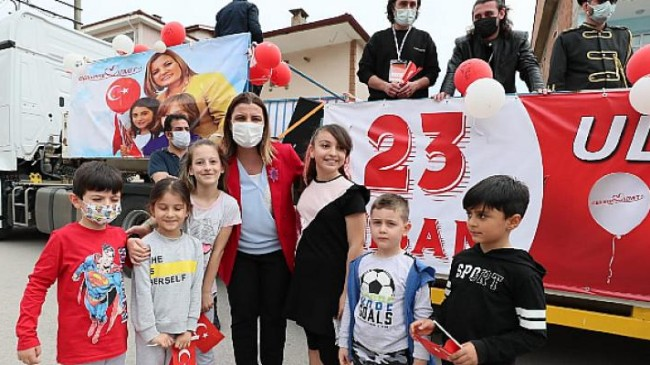 Fatma Kaplan Hürriyet 23 Nisan'ı Tır İle Dolaşarak Kutladı