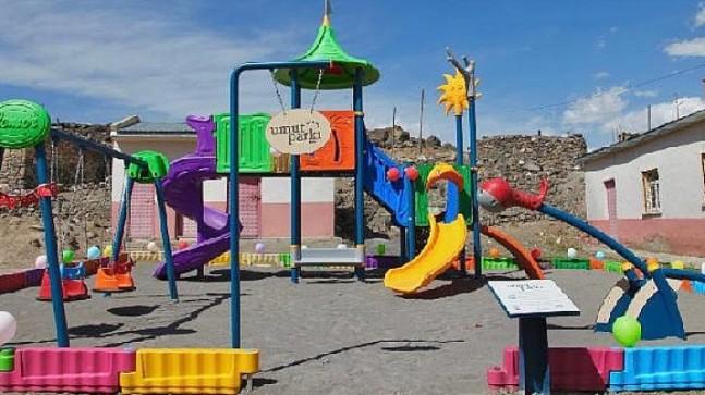 """Kars """"Umut Parkı"""" 22 Nisan'da çocukların yüzünü güldürdü"""
