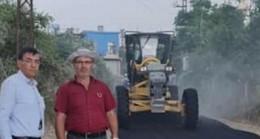 CHP Çukurova İlçe Örgütü, Pirili köyünde yapılan yol çalışmasını inceledi.