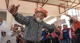 İzmir'in Orhanlı Köyünde Jeotermale Karşı Davullu Zurnalı Eylem Yapan Köylüler Toplantıyı Durdurdu
