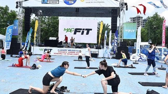 Kadıköy'de cadde 10k spor festivali renkli görüntülerle sahne oldu