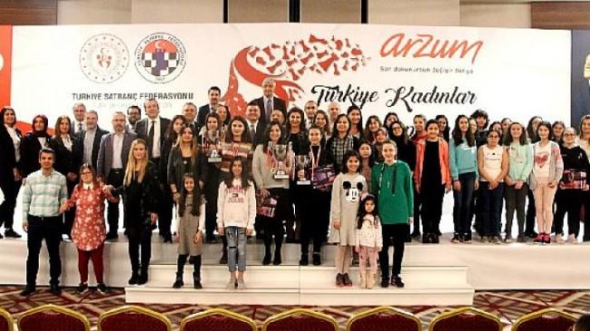 """TSF, Yüz Yüze Turnuvalarına """"Arzum Türkiye Kadınlar Şampiyonası"""" İle Başlıyor"""