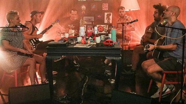 Büyük Ev Ablukada üyeleri şarkılarının Tarkan'ın coverlamasını istediklerini söyledi.